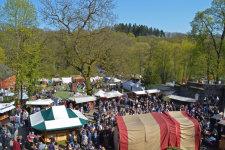 Mittelaltermarkt auf dem Schlossgelände.